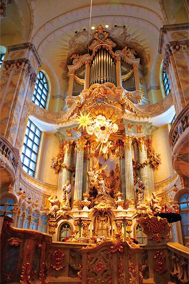 フラウエン教会の中心にある、バロック様式の祭壇